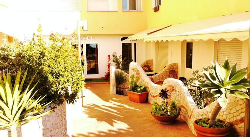 Отель 3 звезды Hotel Kaly в Вентимилья