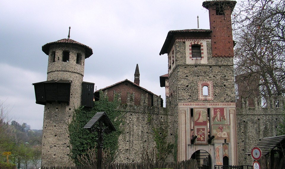 Средневековая деревня и крепость