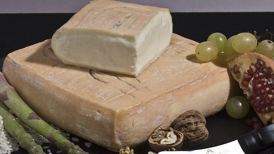Таледжо – сырный сын страккино