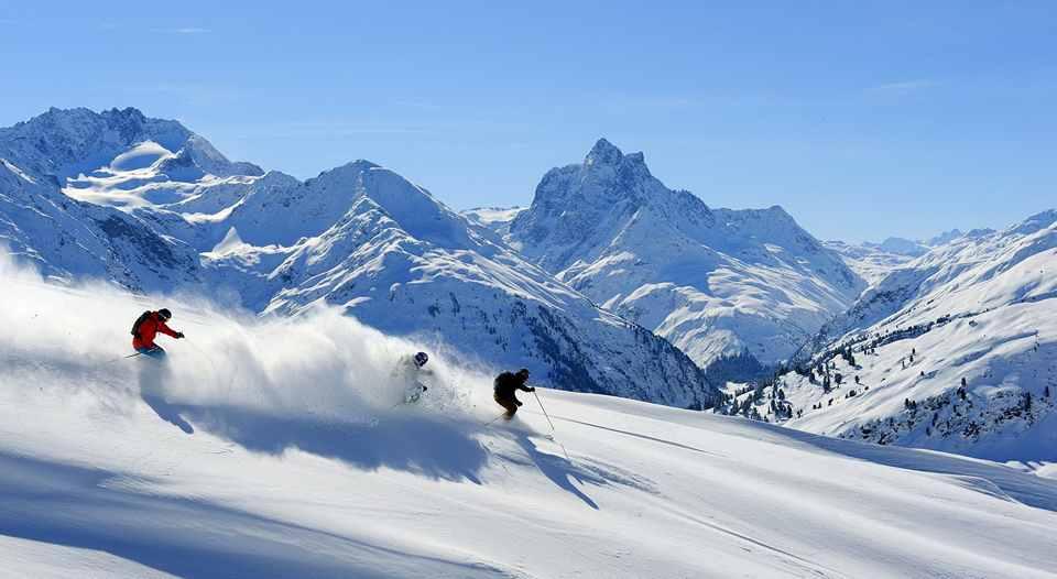 до лыжных трасс лучше добираться лыжным автобусом