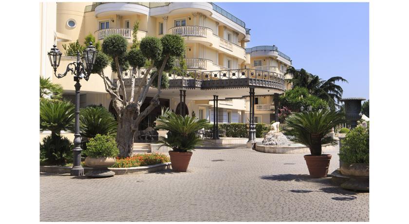 Отель Grand Hotel Vanvitelli