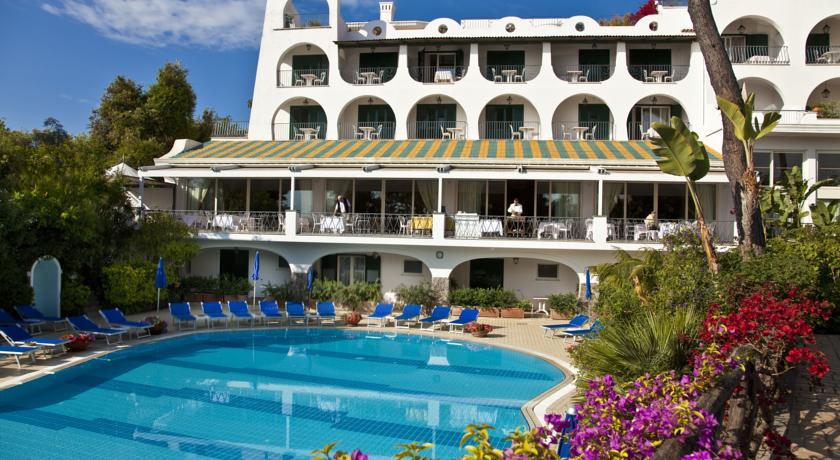 Отель с мировым именем Grand Hotel Excelsior