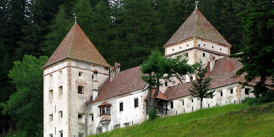 Замок Кастель Гардена