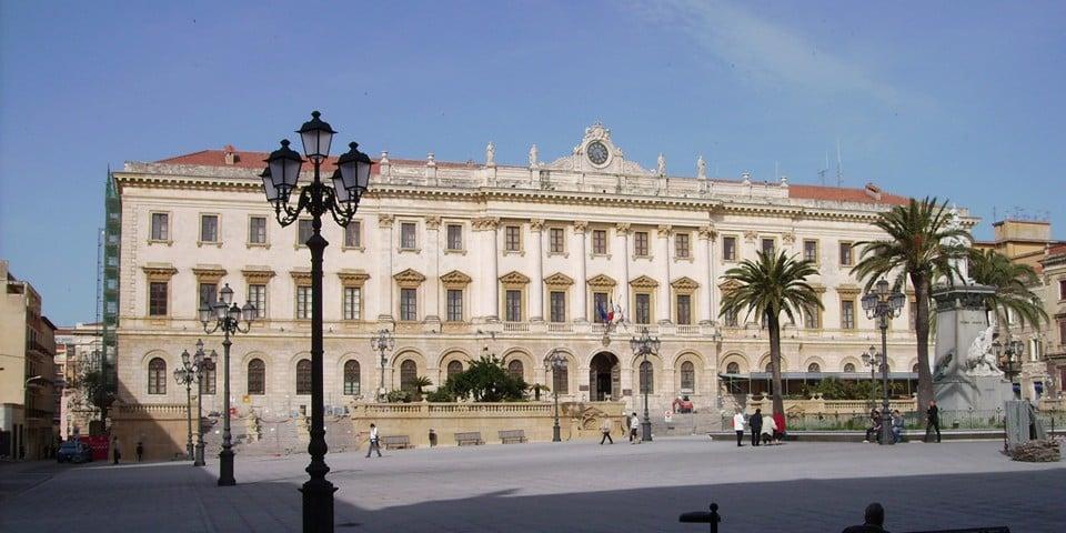 Провинциальный дворец и здание мэрии Сассари