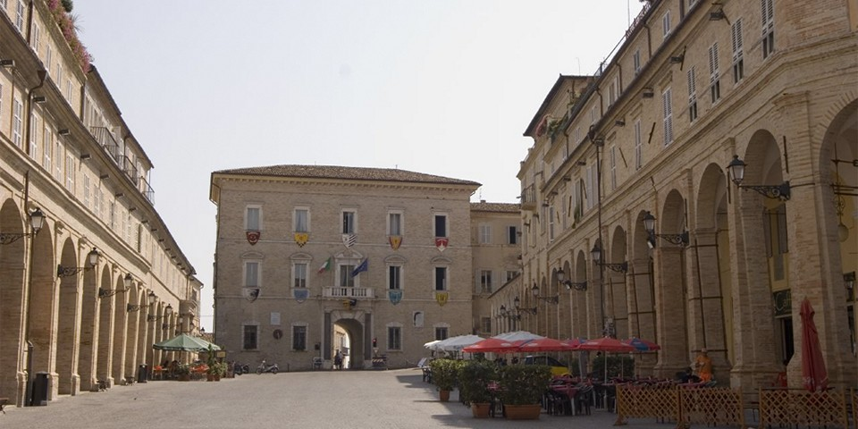 центральная площадь Пьяцца дель Пополо