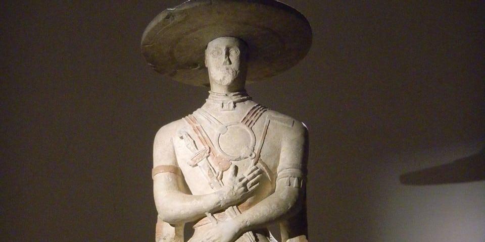 скульптура воина-марруцина в национальном музее Абруццо Кьети