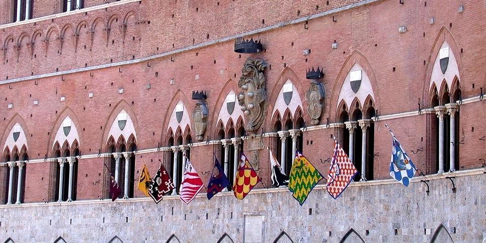 окна, характерные для сиенского стиля