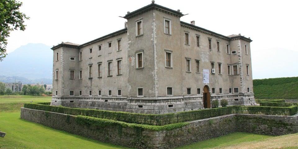 Дворец Альере