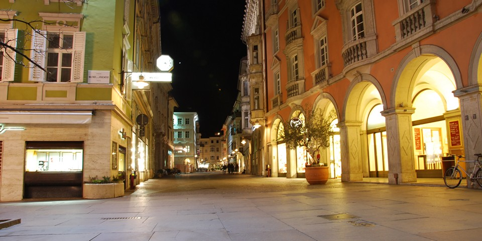 Улица Виа делла Мостра