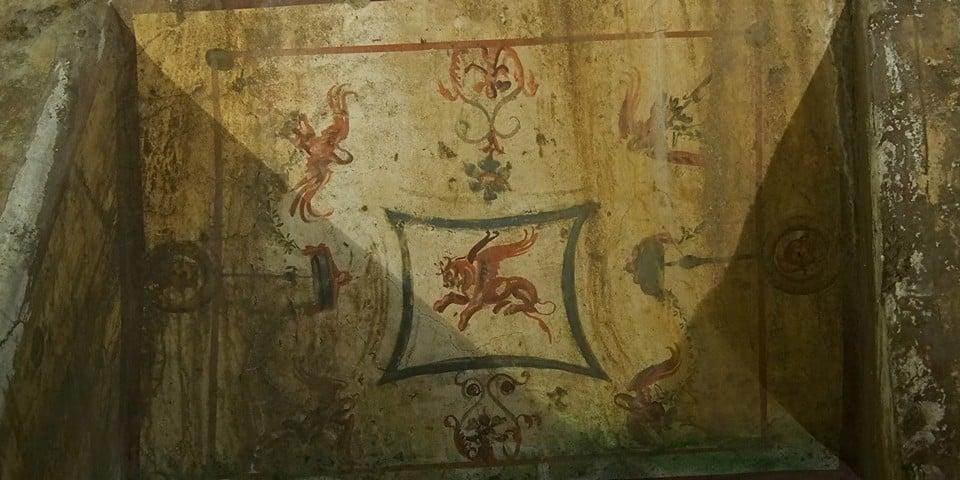 кусок фрески