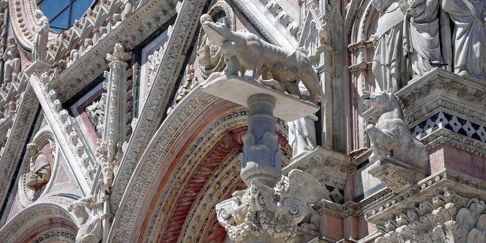 статуя легендарной волчицы