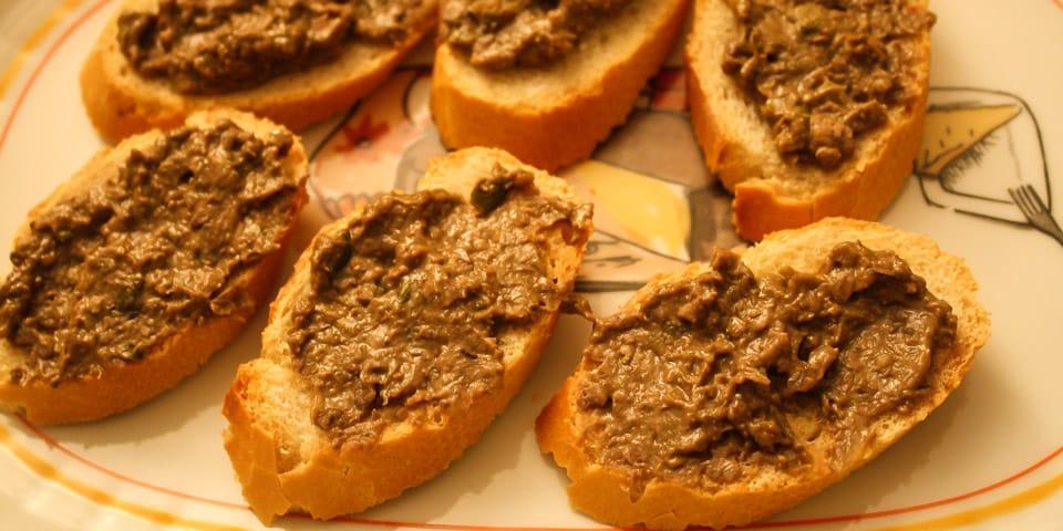 Crostini — хрустящие гренки из белого хлеба