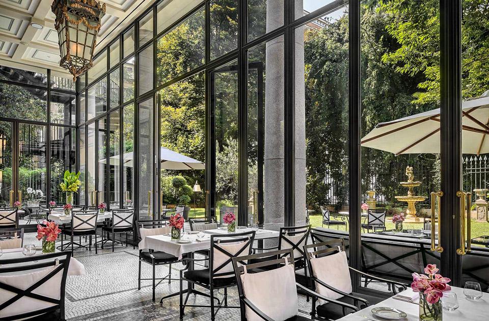 Отель 5 звезд в центре Милана Palazzo Parigi Hotel с зимним садом с СПА