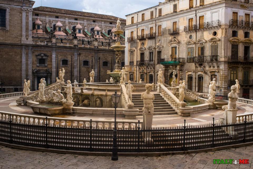 Фонтан стыда на площади Претория в Палермо