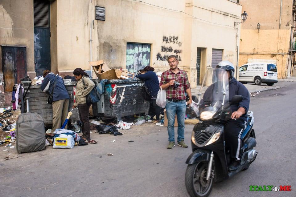 Владимир Новиков на свалке в Палермо