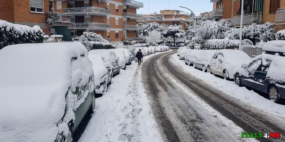 Состояние дорог в Риме после снегопада