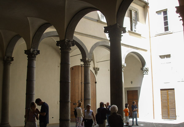 Внутренний дворик Палаццо Ручеллаи
