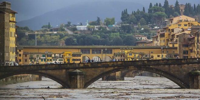 Наводнение во Флоренции на реке Арно