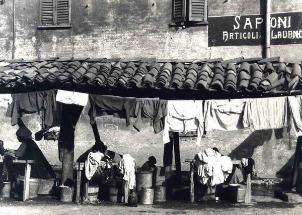 Переулок прачек в районе Навильи в Милане