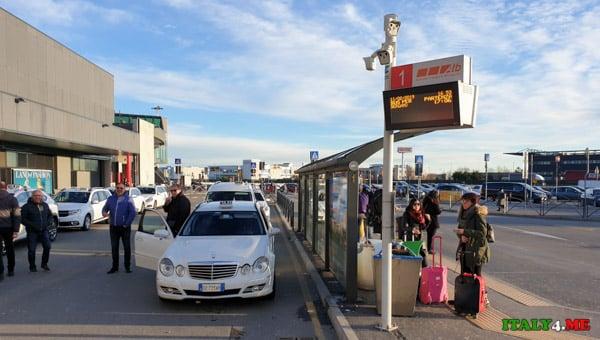 Остановка автобуса из аэропорта Бергамо до центрального вокзала