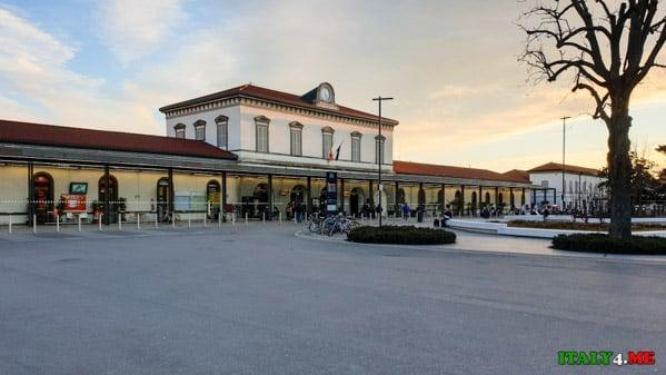 Железнодорожный вокзал города Бергамо