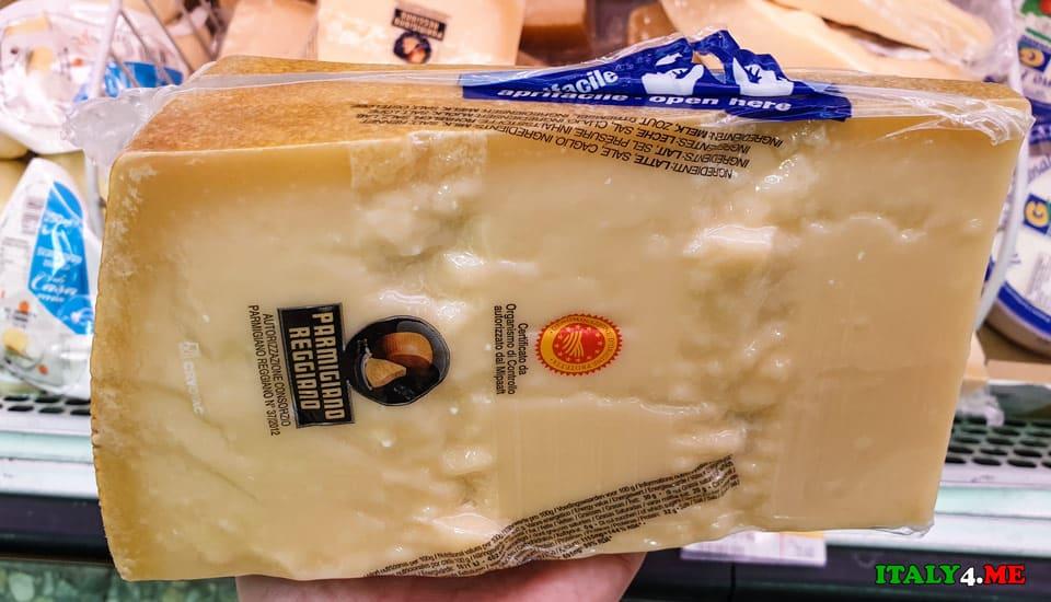 Килограммовый кусок сыра Пармезан – идеальный подарок из Италии