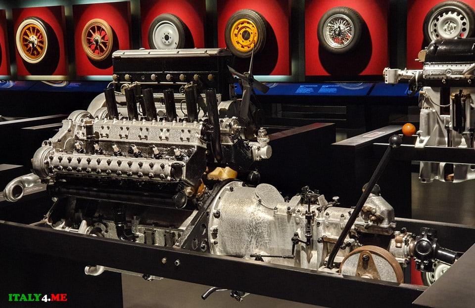 Моторы и колёса в национальном музее авто в Турине
