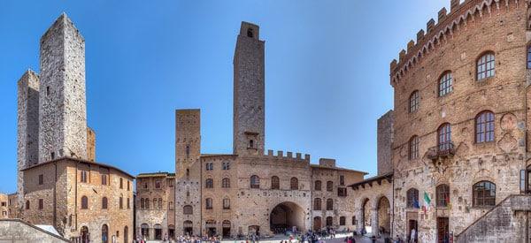 Пьяцца-дель-Дуомо (Piazza del Duomo) в Сан-Джиминьяно