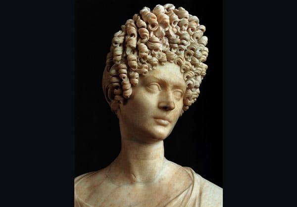 Мраморный портрет молодой римлянки