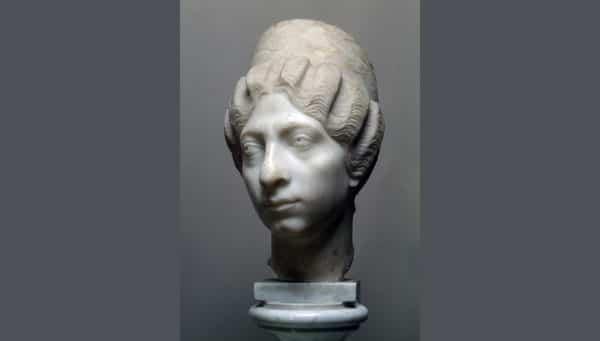 статуя портрет сириянки из отполированного мрамора в Эрмитаже
