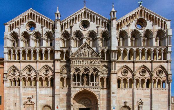 фасад феррарского собора