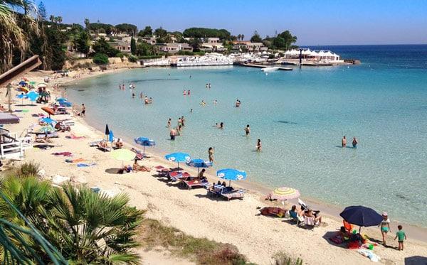 Пляж Фонтане Бьянке рядом с Сиракузами для отдыха с детьми