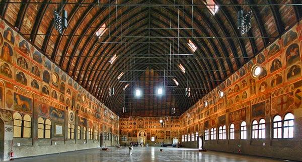 Палаццо делла Раджоне в Падуе внутренний зал