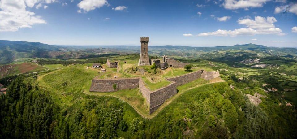 крепость Радикофани в долине Валь д Орча