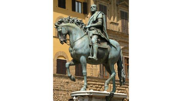 Конный памятник Козимо I в центре площади Синьории, Флоренция