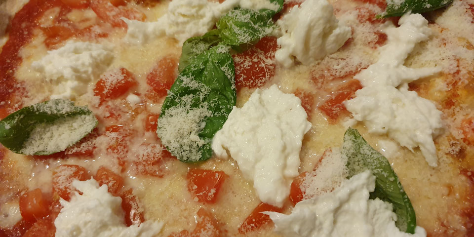Пицца Маргарита с сыром Моцарелла ли Буффала