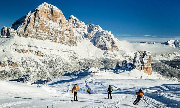 Курортный город Кортина-д'Ампеццо (Cortina d'Ampezzo) в Доломитах