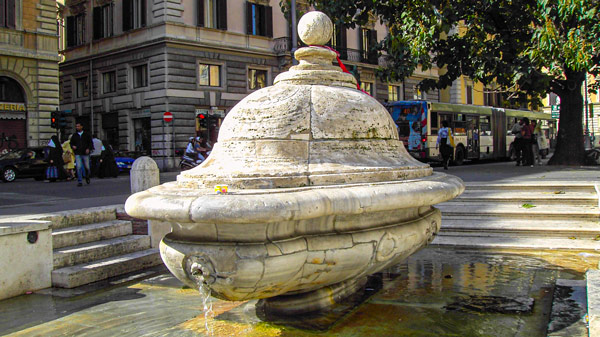 Фонтан делла Террина в Риме