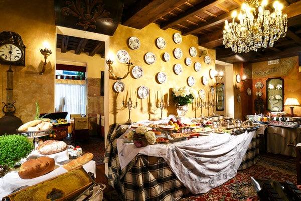Завтрак в отеле 5 звезд Hotel Gabbia D'Oro в Вероне