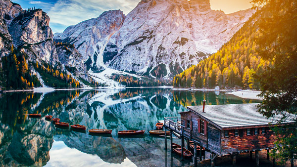 озеро Брайес (Lago di Braies) в Доломитовых Альпах