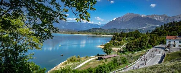 Озеро Санта-Кроче (Lago di Santa Croce) в Доломитах