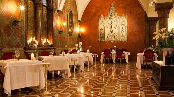 Ресторан при отеле 5 звезд Due Torri Hotel в Вероне