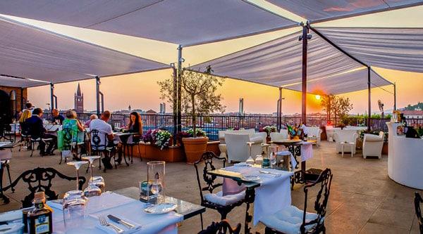 гриль-ресторан с эксклюзивной террасой при отеле 5 звезд в Вероне