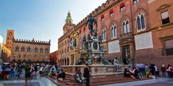 Площадь Нептуна в Болонье