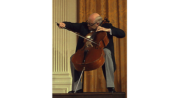 Мстислав Ростропович играет на Stradivari Duport