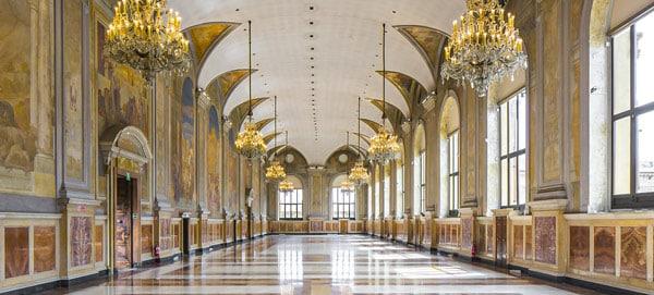 Залы палаццо Подеста в Болонье