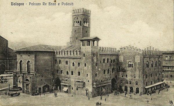 Палаццо Подеста и Ре Энцо в Болонье архивное фото