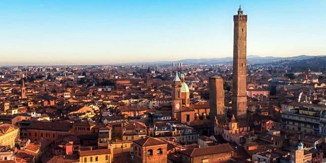 Две падающие башни в Болонье – Азинелли и Гаризенда