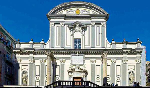 Фасад базилика Сан-Паоло Маджоре в Неаполе