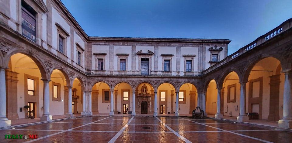 Внутренний двор Иезуитского колледжа (Collegio dei Gesuiti)